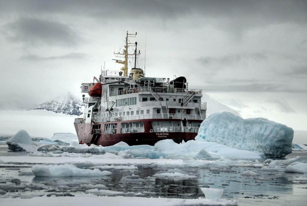 1280px-Icebreaker_Polar_Star_somewhere_on_the_Antarctic_Peninsula_-_March_2009